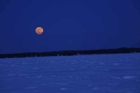 Pleine lune d'hiver sur le lac Saint-Jean (Crédit photo: Fondation sur la Pointe des Pieds)