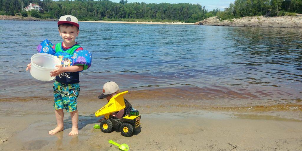 Louis et Jérôme a la plage